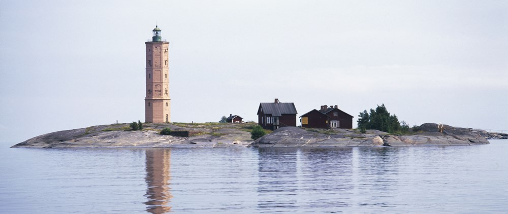 Остров и маяк SODERSKAR