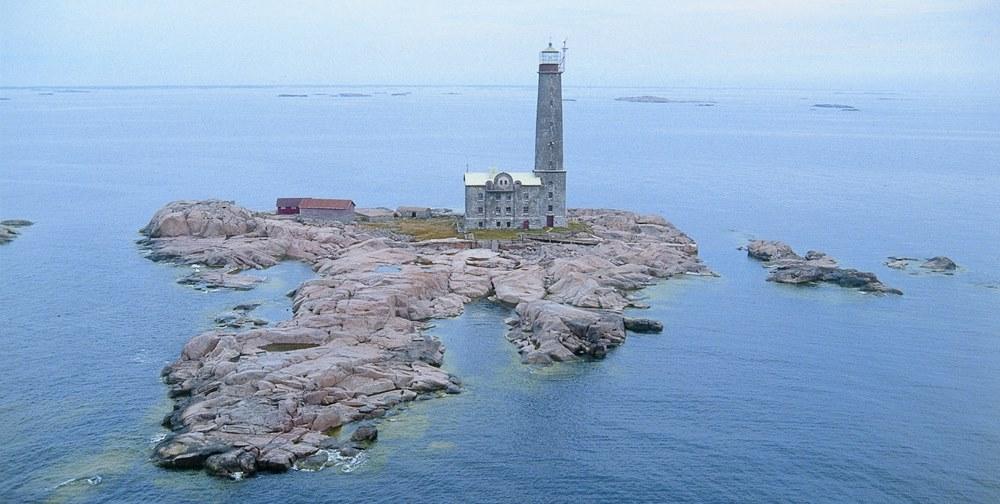Остров и маяк BENGTSKAR